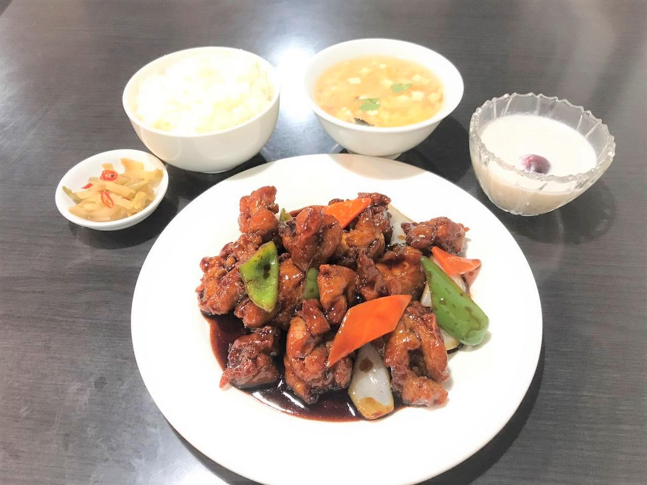 黒酢鶏(鶏肉の黒酢炒め)