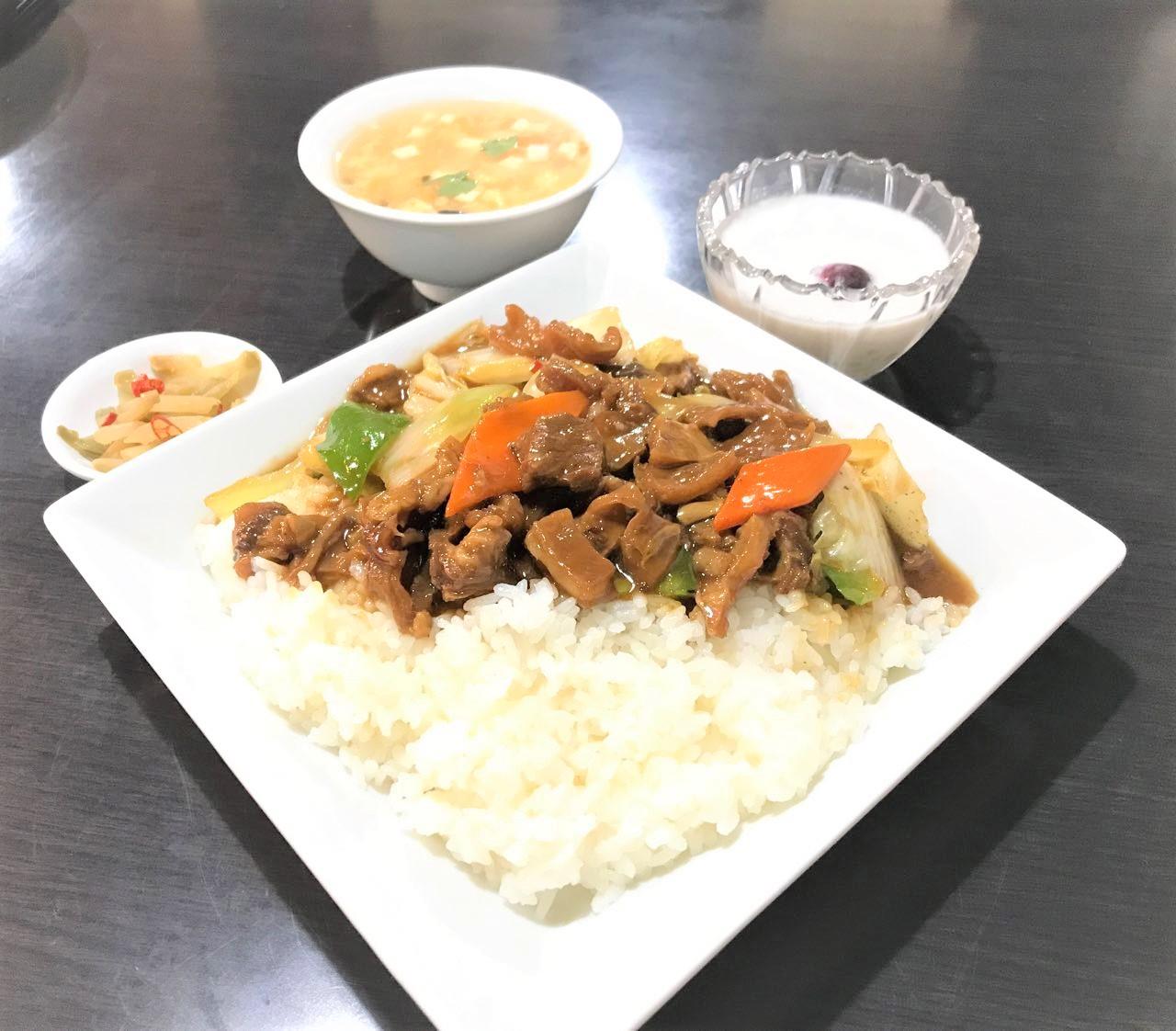 香鍋牛月南飯(牛バラ肉あんかけご飯)